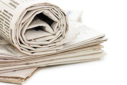 Aufgerollte Zeitungen